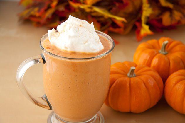 Faites votre propre Pumpkin Spice Latte. Suivez nos 3 étapes simples pour réussir et déguster cette boisson à votre guise.