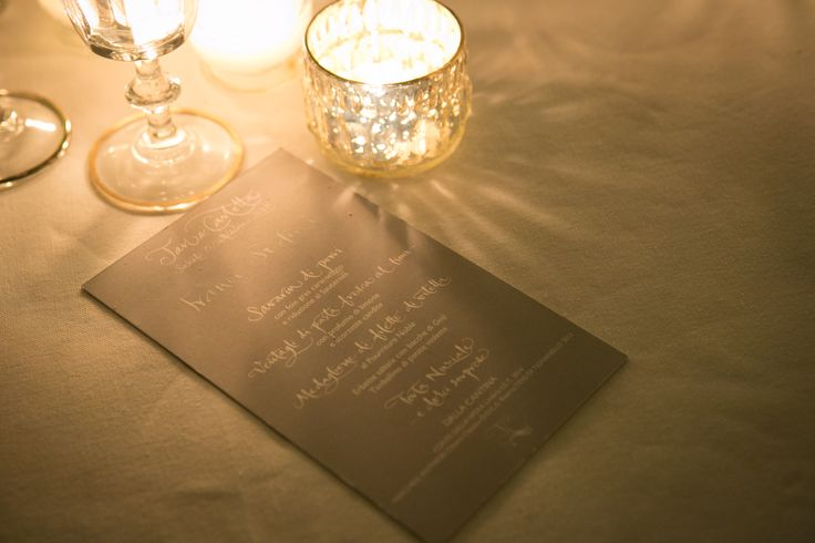 A chic way to edit the wedding menu. A mix of calligraphy and typing.