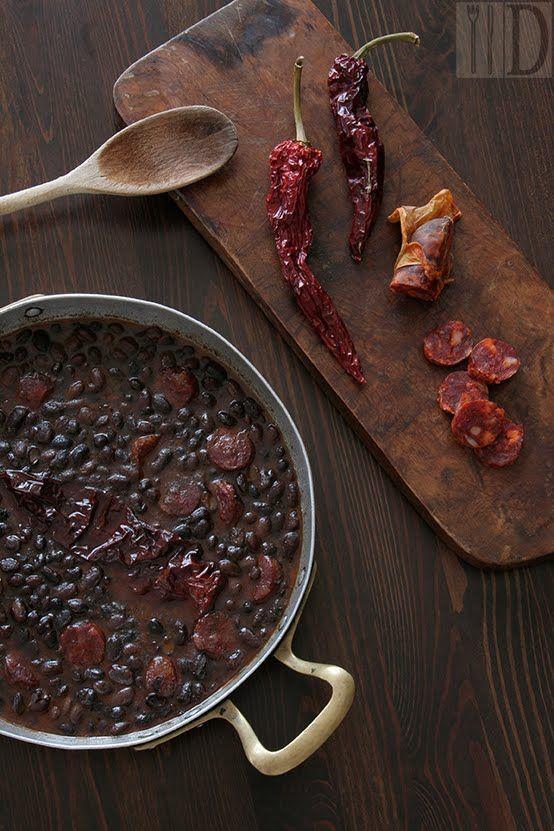 Il Diario Gastronomico: Fagioli neri e salsiccia calabrese con peperoni secchi
