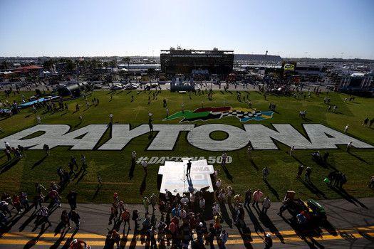2015 Daytona 500 live stream, TV start time, odds to win & starting line up