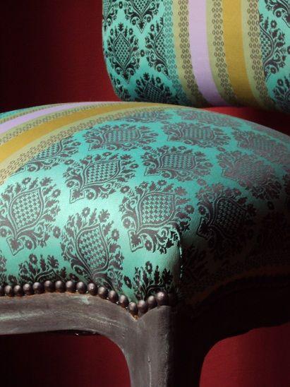 Detalles con clase. Silla Luis XV restaurada y patinada tapizada en tafeta Belga. Pieza única con firma de autor by Lucia Casanova