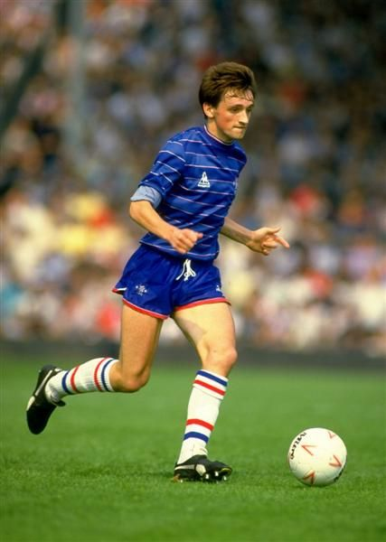 23 August 1984: Chelsea's PAT NEVIN in action during a Canon League Division One match against Arsenal at Highbury. The match ended in a 1-1 draw...  https://oddsjunkie.com <--  free footy stats and offers