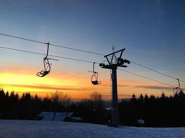 Welcome to the first class ;-) Mehr #Doppelmayr Bilder unter http://ift.tt/2gKWFVL (y) #wintertime #seilbahn #sessellift #sonnenuntergang #schnee #berge #schöneaussicht #harz #harzmountains #sanktandreasberg #sun #snow #doppelmayr #doppelmayrseilbahnen #seilbahntechnik #winterzeit #schneeflocken #standreasberg #mountains #theclimb  <3