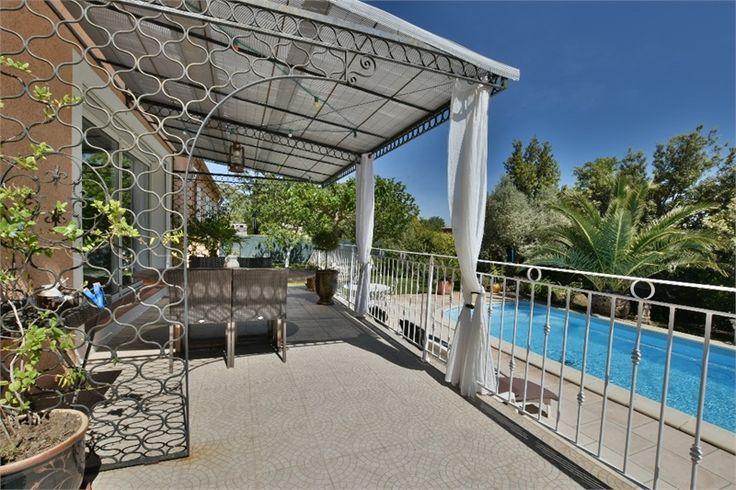 Lumineuse et confortable ! Venez découvrir cette magnifique villa à vendre chez Capifrance à Pézenas dans l'Hérault.     > 155 m², 6 pièces dont 4 chambres.     Plus d'infos > Christophe Ceberan, conseiller immobilier Capifrance.