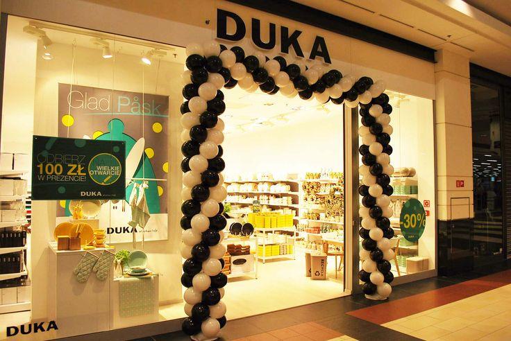 Czarno-biała brama specjalna dla sklepu DUKA w CH Magnolia we Wrocławiu.
