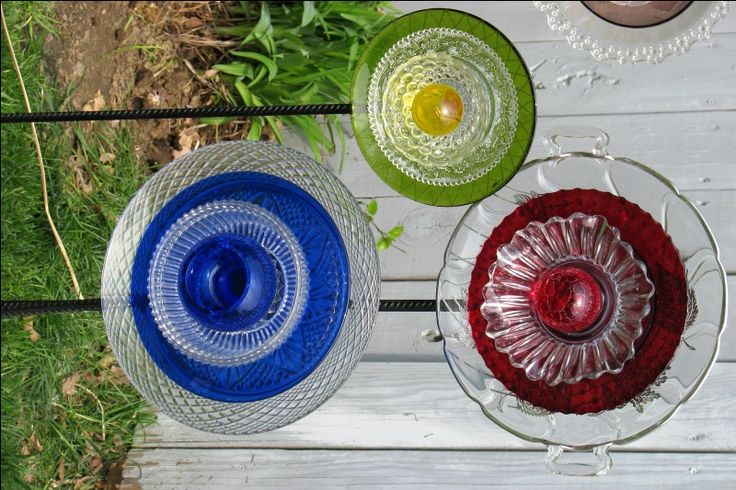 old plates, cups, saucers repurposed into garden flowers: Glass Art, Outdoor Ideas, Backyard Ideas, Glass Flowers, Garden Art, Gardening Ideas, Garden Cup