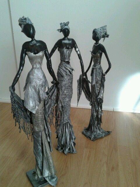 Afrikaanse vrouwen van klei en afgewerkt met paverpol . Made by me