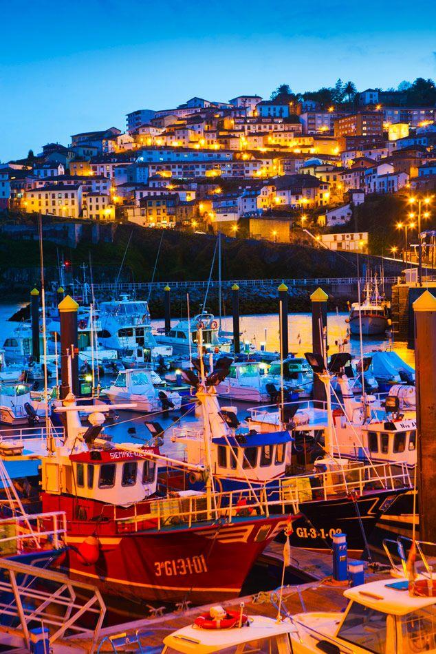 #Lastres, un pueblo maravilloso de la costa española #viajes #Asturias #España #costa #noche