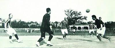 1909 yılında oynan ilk Fenerbahçe-Galatasaray maçı