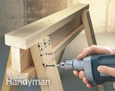 Great ways to build and use saw horses. Scaffolding too. #WoodworkingPlansWorkbench
