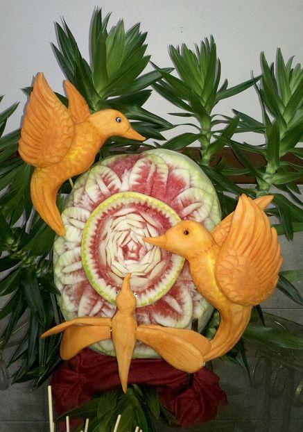 Escultura de abobora e melancia