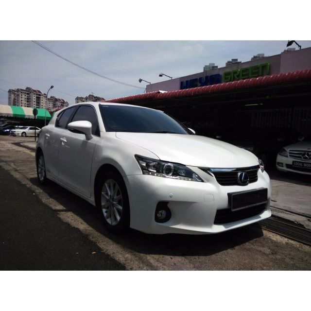 Brand -------- LexusModel -------- CT200h LuxuryYear ---------- 2013Engine ------- 1798 ccPower -------- 134 bhpTorque ------- 142 Nm0-100 km/h -- 10.3 secTop speed --- 180 km/hFor more info or test drive,Please do not hesitate to call or Whatsapp our specialistMines Lee @ 012-5599788Or please visitwww.carlist.my/dealer/ecogreenautosdnbhdfor more cars.