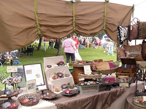 varying heights.: Crafts Display, Crafts Show Booths, Booths Ideas, Crafts Show Display, Crafts Booths Display, Display Ideas, Craft Show Displays, Fair Crafts, Crafts Fair Display