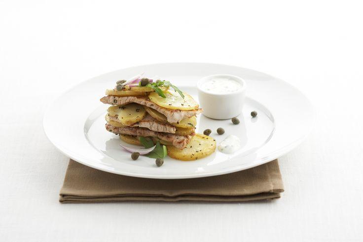 Geroosterde aardappeltjes met kalfslapjes. Verwarm de oven voor op 200°C. Snijd de aardappelen in plakjes van 3 mm. Leg ze in een bakblik en besprenkel met olijfolie. Bak 10 min. en voeg de gehakte rozemarijn toe. Bak ze verder, onder regelmatig roeren, tot ze knapperig zijn.Kruid met cayennepeper en zout. Meng de yoghurt met de fijngehakte bieslook en breng …