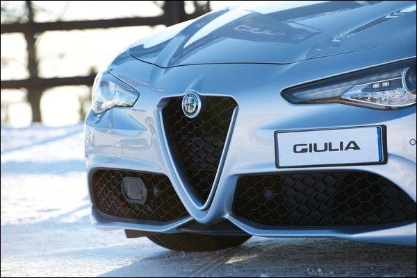 Nuova Alfa Romeo Giulia 2.2 diesel da 180 CV con trazione integrale Q4