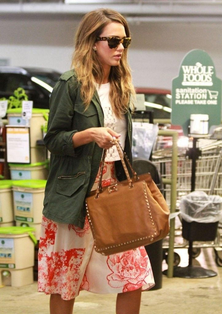 Jessica Alba's Casual Sunday Outfit - Celebrity Street Style