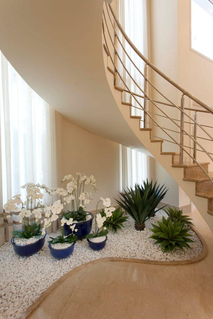 Nos gusta mucho cómo han aprovechado con un jardín de piedra al máximo el espacio.