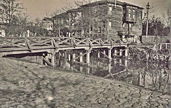 Kurbağalıdere kıyısında ahşap evler (1940'lar) #birzamanlar #istanlook #nostalji
