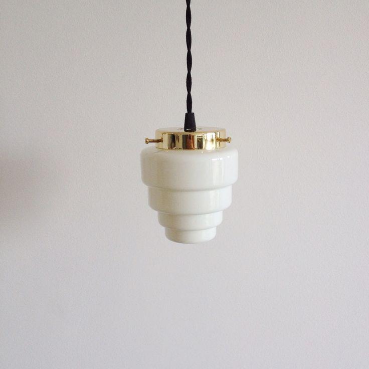 Lámpara vintage blanca años 50. (Aprox. 130x120 mm Alt x Anch) Puedes personalizar tu lámpara por encargo. Disponemos de diferentes accesorios y cables de colores.