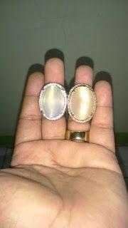 Chalcedony White Raflesia Cat Eye