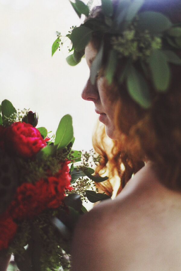 Red hair - Fairy inspiration | Tree house styled shoot | Photo: Paola Colleoni Photography | Art direction and styling: Princess Wedding | www.princesswedding.it
