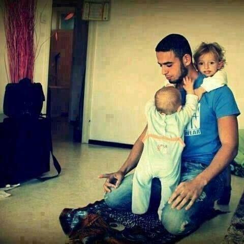 Es ist die Pflicht des Vaters dem Kind bis zu seiner Pubertät das Pflichtwissen beizubringen und gute Manieren. Ash-Shafii und seine Begleiter sagten: Diese Aufgabe ist auch Pflicht für die Mutter, wenn es keinen Vater gibt, da es Pflicht ist dem Kind das Pflichtwissen beizubringen. Sharh al-Nawawi 'ala Saheeh Muslim, 8/44