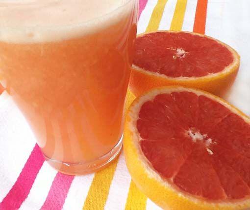 1 pomelo pelado – 3 rodajas de piña natural o en su jugo – 1 litro de agua y listo, ya tenéis vuestro zumo adelgazante.