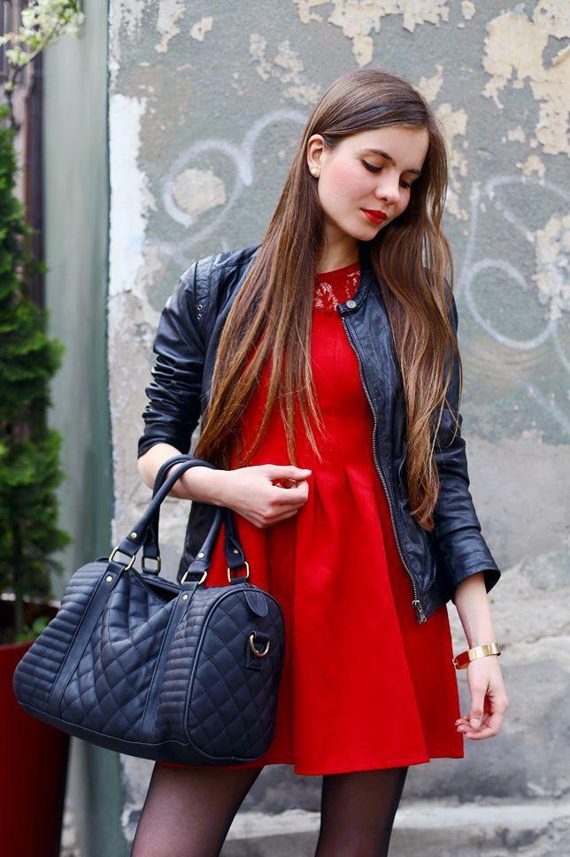Czerwona Sukienka Czarna Kurtka Ze Skory Czarne Rajstopy I Sportowe Buty Ari Maj Personal Blog By Ariadna Majewska Gorgeous Women Model Women