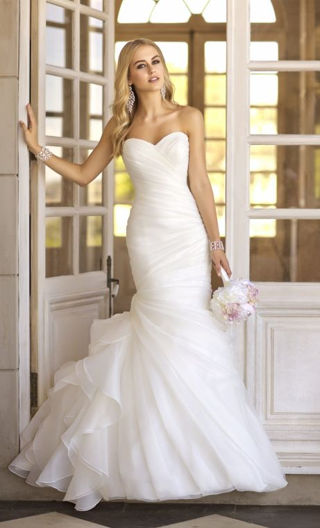 beautiful wedding flower,with white wedding dresses