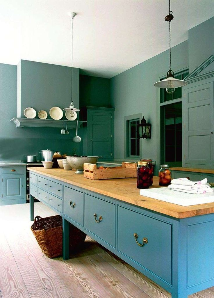 Love the old world feel of this green/blue #kitchen