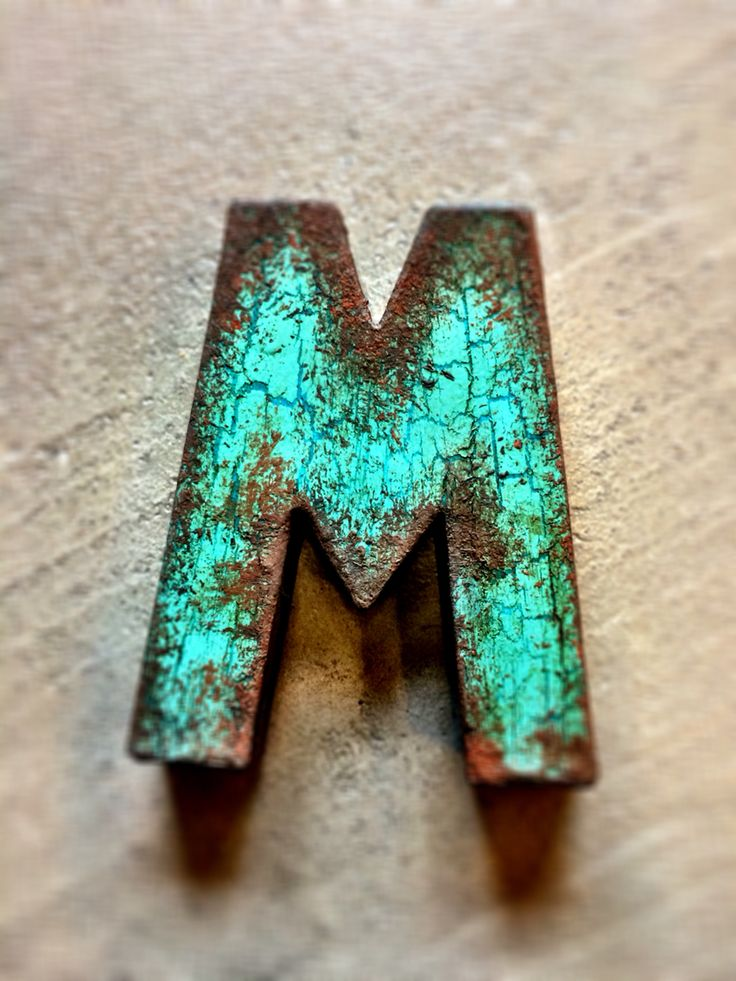 Paper letter with a rusty look using only Chalk Paint from Nordic Chic. #Chalkpaint #NordicChic #Rust #Letters