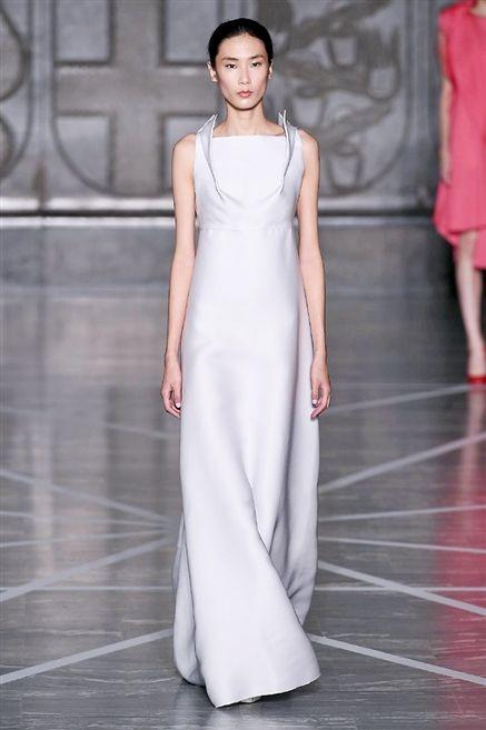 Idee sposa: 20 abiti bianchi dalle sfilate