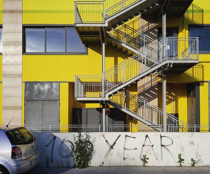 You'd like this one by mantonini66 #landscape #contratahotel (o) http://ift.tt/2hAd2Tr # stairs #scale #finestre #windows #yellow #giallo  #martinsicuro #Teramo #abruzzo #italia #Italy #graffiti # parole #streetphotography #volgoabruzzo #vivoteramo #igersteramo #ig_teramo_