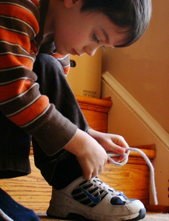 How To Teach Kids To Tie Shoelaces Quickly...magic fingers technique. I have to try this!