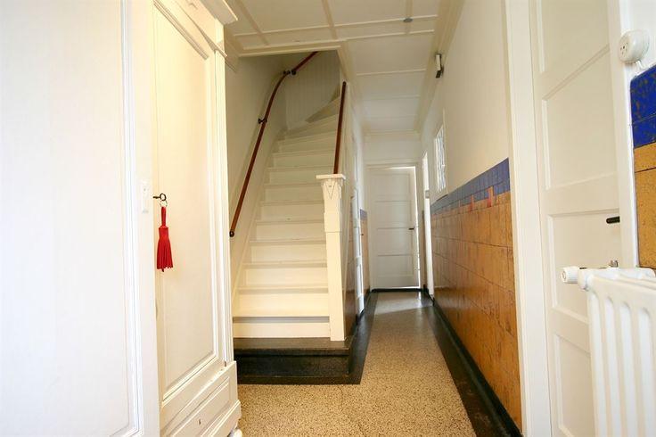 Jaren30woningen.nl | Stijlvolle en authentieke hal in deze #jaren30 woning in Oosterhout