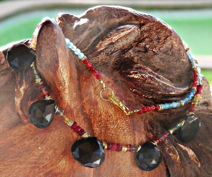 Collar corto de colores y gotas de onix