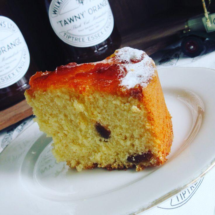 Marmalade Cake  Tiptree のトウニーオレンジマーマレードを生地に練り込んだケーキ。200yen