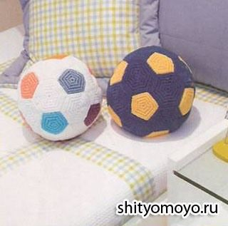 Детская подушка-мяч, связанная крючком