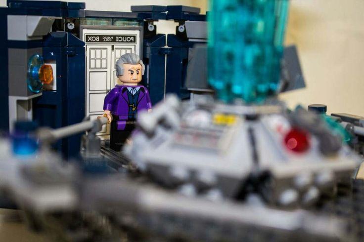 -É fuori di testa? -Si ma non è una cosa recente!  Avete visto il trailer della decima stagione di doctor who?  #lego #doctorwho #tardis