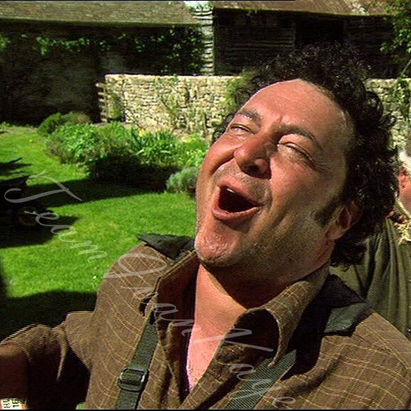 #Door23 of our #AdventCalendar is about joy. This is Ivan's Bryan from 'The Green Green Grass' (2005-2009) - a REALLY funny comedy TV show. Bryan is the herdsman on a farm & he's actually singing in this scene. I'll show you some amazing bts & interview snippets from the DVDs after Christmas if IG allows me to post. 😊 Tomorrow we'll get to the end of our advent calendar & to the beginning of Christmas. But to all those who won't be around: Merry Christmas & happy holidays! ❤😊🎄🎁…