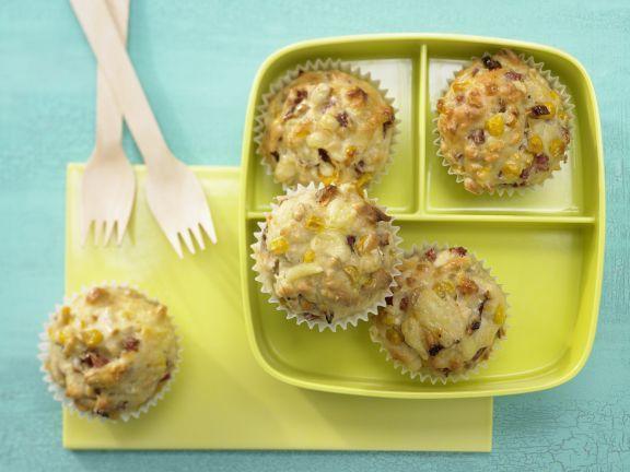 Pizza-Muffins mit Mais und Schinken: Mit nur 5 g Fett und nicht mal 150 Kalorien pro Stück sind die Muffins ein wirklich figurfreundlicher Snack.