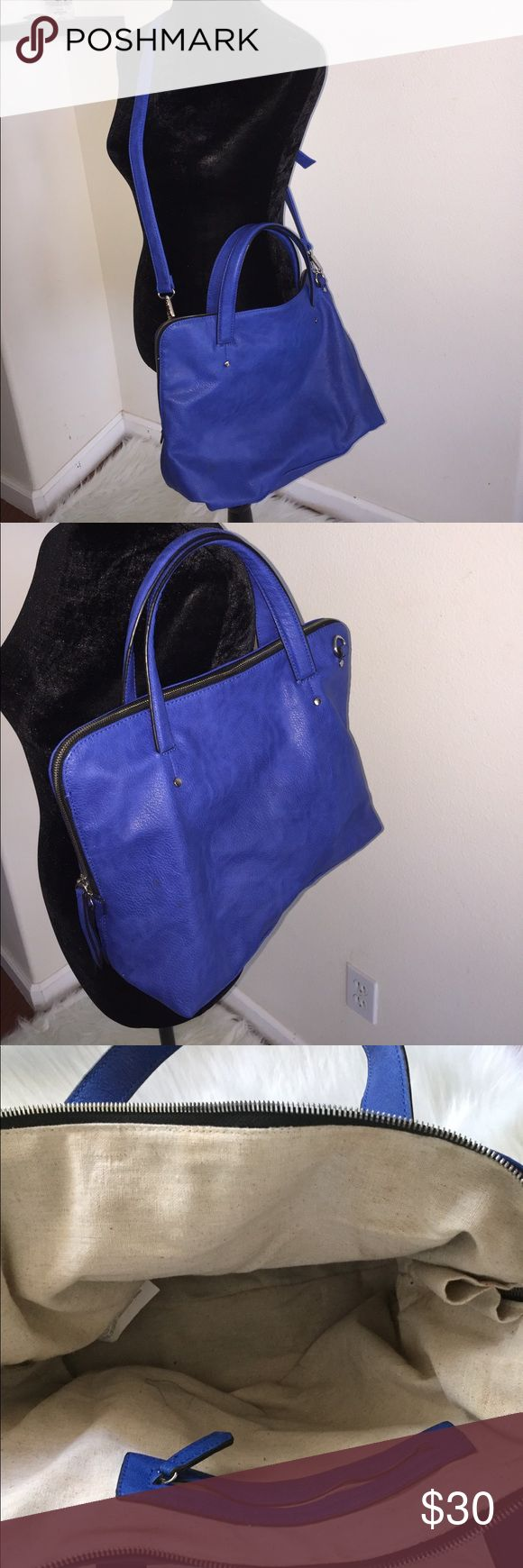 Zara Trafaluc Double Zip Hand/Messenger Bag This royal blue faux Leather Zara tote bag is exactly what you need ! ✨ It's super spacious and really clean ✨ You can detach and re attach the long strap, so this bag is very versatile ✨It has an inside zip pocket ✨ It also has feet on the bottom so you can set your bag down and it won't get dirty ✨ It also has double zippers so when you zip it down on both sides it opens very wide! ✨It's a very beautiful color and size that you'll love and in…