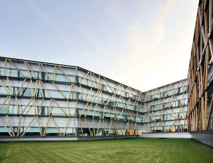 Universidad Corporativa de Telefónica en el Parc de Bell-llo /  Batlle i Roig Arquitectes