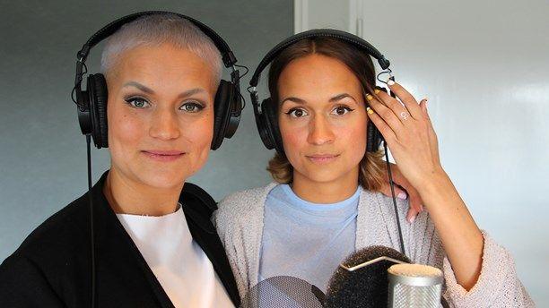 Systrarna Bianca & Tiffany Kronlöf, skådespelare, komiker respektive illustratör och sångare, gör Sommar tillsammans. I ett högt tempo pratar de om allt ...