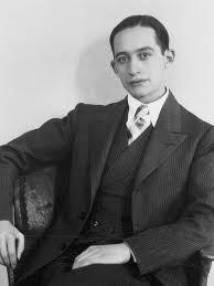 """A partir de los años cuarenta en la literatura varios escritores comenzaron sus carreras como el joven José Revueltas. En 1941, el poeta Xavier Villaurrutia ofreciò """"DECIMA MUERTE"""" y Carlos Pellicer """"RECINTO D Y OTRAS IMÁGENES"""", pero la gran novedad en el panorama nacional fue el inicio del furor anticomunista."""