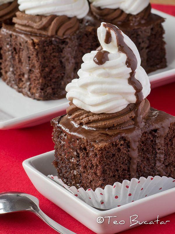 Prajitura Boema este o prajitura desavarsita in care se impleteste aroma unui blat insiropat din plin, finetea cremei de ciocolata amaruie si multa frisca pufuosa...