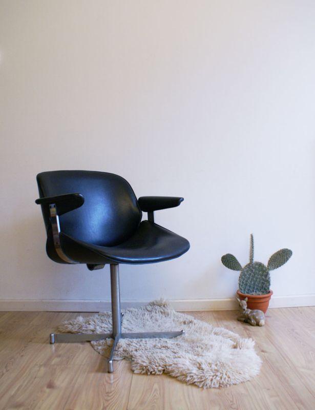 Zwarte Design Fauteuil.Zwarte Vintage Fauteuil Met Armeluningen Retro Design Stoel