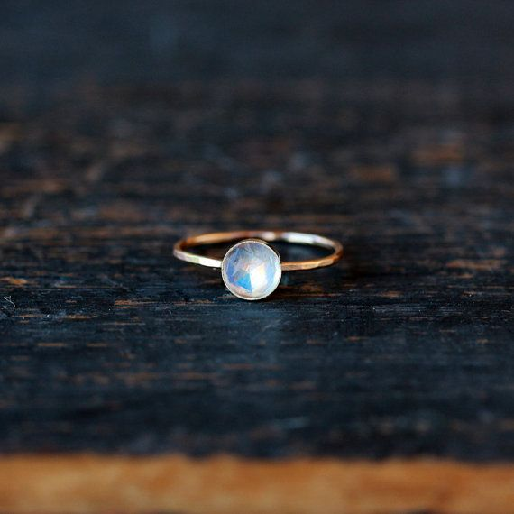 Regenbogen Mondstein Ring Rose Schnitt weißer von ShopClementine
