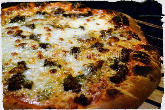 pizza maison steak haché et mozzarella ©Kaderick en Kuizinn