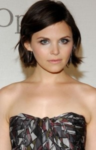 Love Ginnifer Goodwin's hair just need the guts to chop mine off like this .